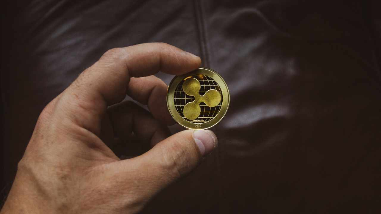 Bitcoin buyers suggest company as Coinbase reserves drop $8B in 3 months